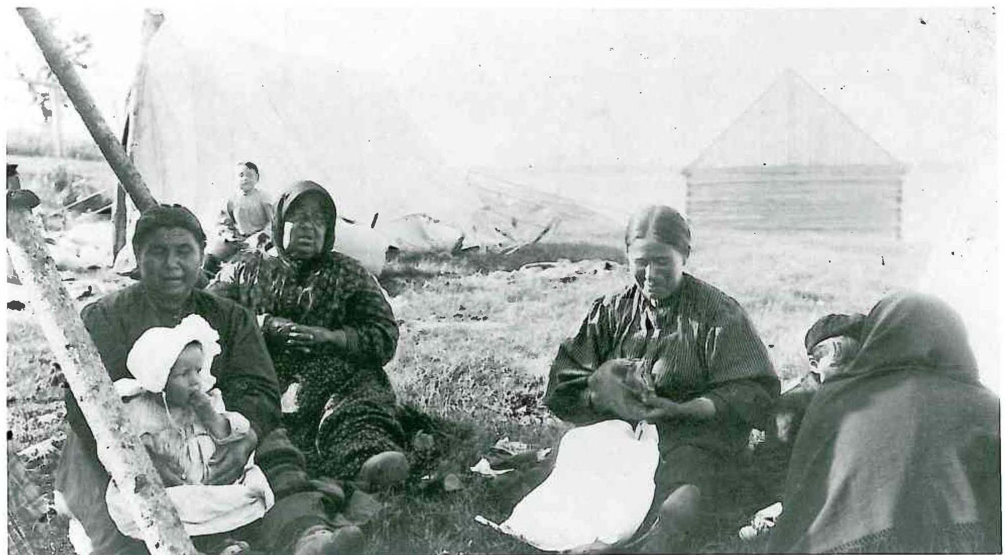 Norway House women waiting for Treaty payment, 1910